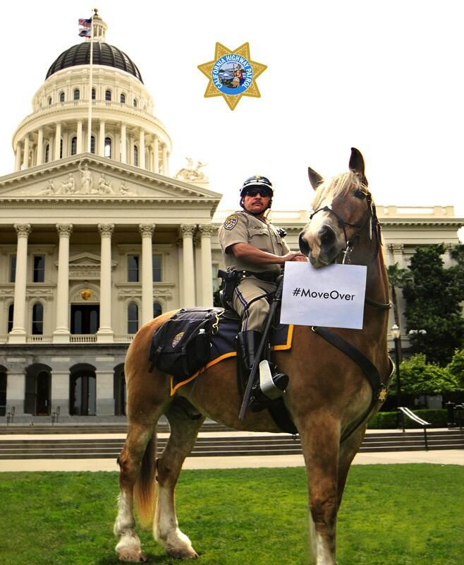 CA's #MoveOver,Slow down law can mean the difference between life & death for emergency personnel & highway workers. pic.twitter.com/wCM9F6kHRo