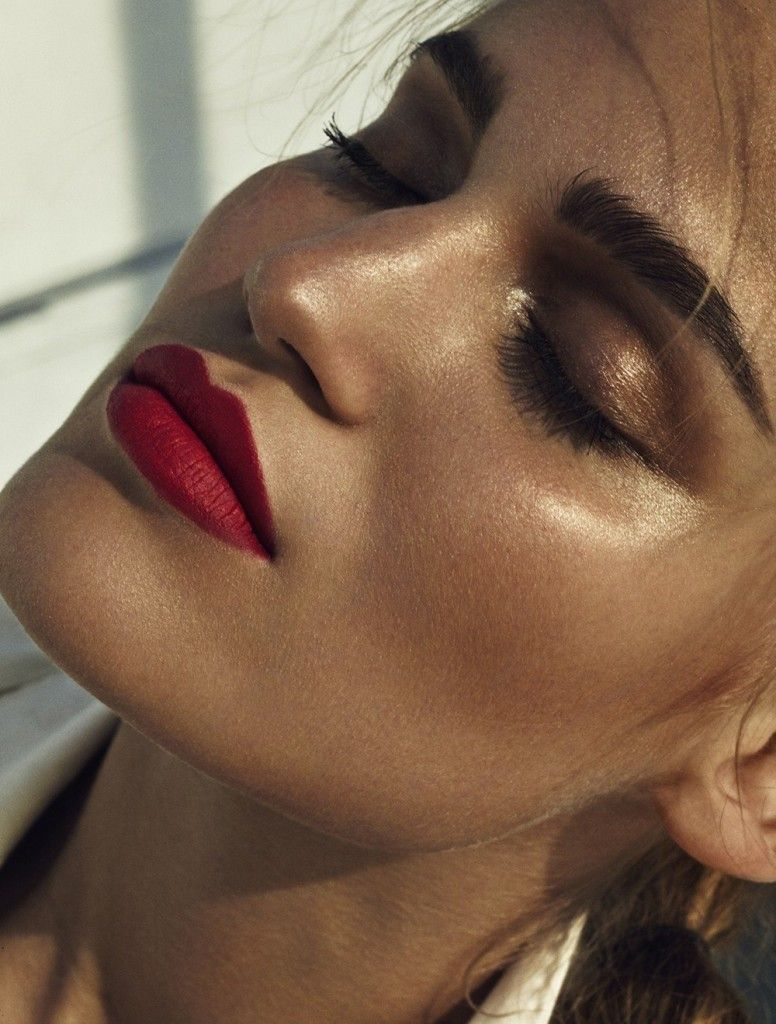 Red Lips And Bronze Eyeshadow Sunkissed Makeup Beauty Makeup