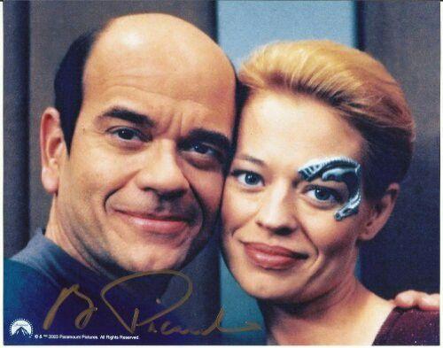 Robert Picardo and Jeri Ryan as The Doctor and Seven in Star Trek - dr bashir i presume