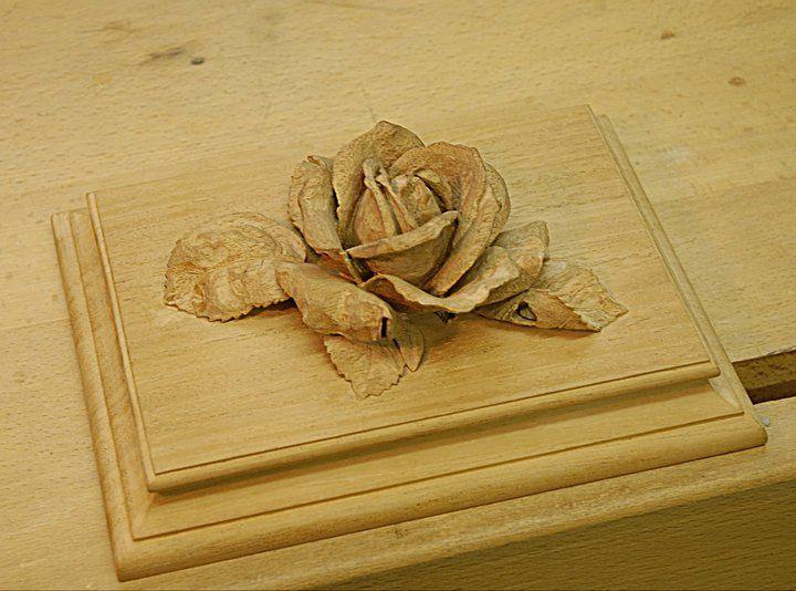 Rose carving bois relief et fleurs