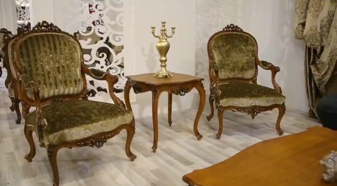 عندما تجتمع الاصاله والذوق الرفيع صالون من طراز لويس الخامس عشر من انتاجنا الامارات دبي الشارقه السعوديه صالون Hand Made Love Chair Chair Decor