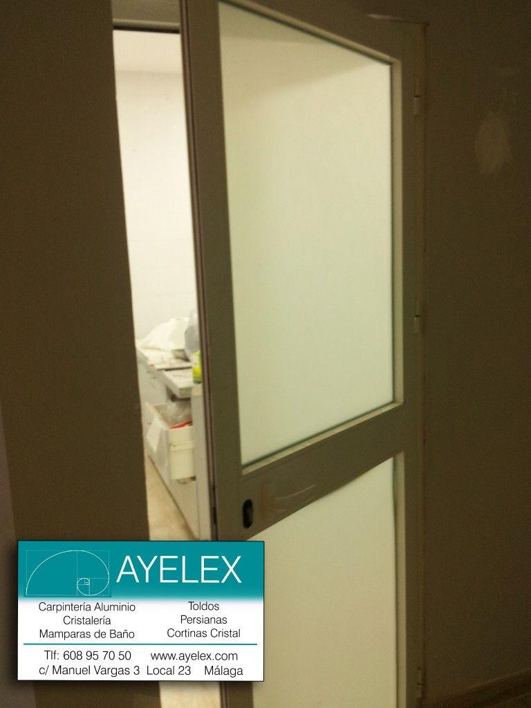 Puerta abatible serie 40 20 aluminio blanco y cristal carg for Puertas de aluminio blanco para bano
