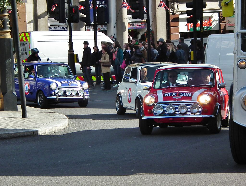 Italian Job (With images) Mini cooper, Classic mini