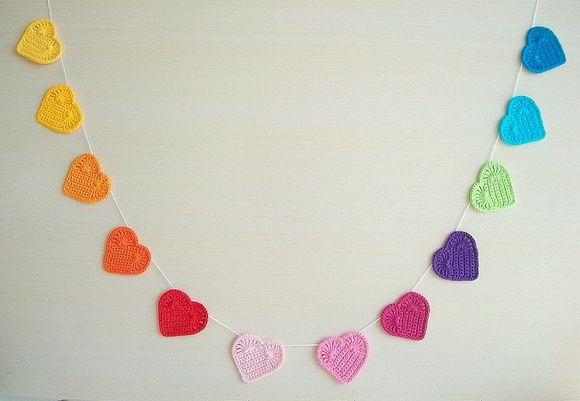 925dd6d596a42 Varal de corações em crochê Arco íris