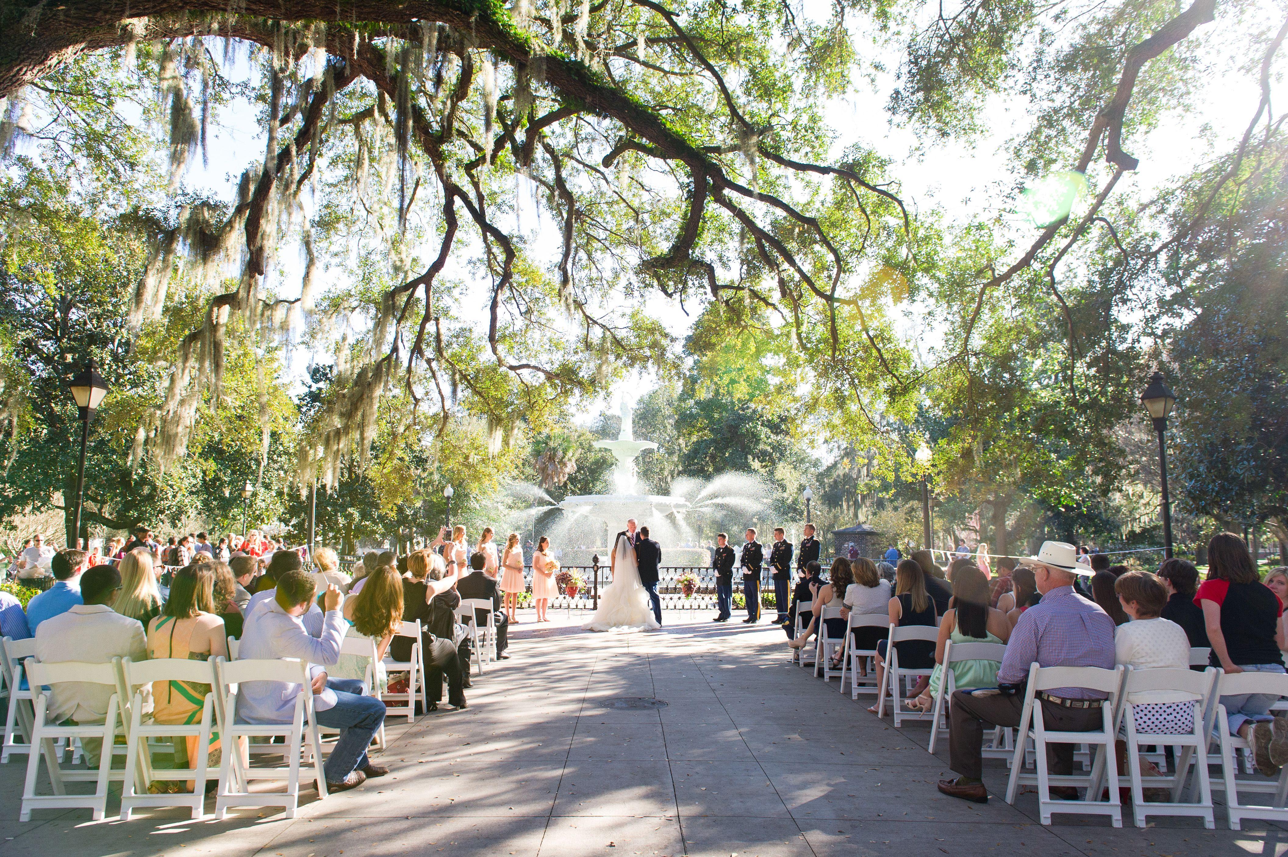 Savannah Weddings Peach Mint And Gold Forsyth Park Wedding Ceremony By Priscilla Thomas Photography Morgan Gallo Events