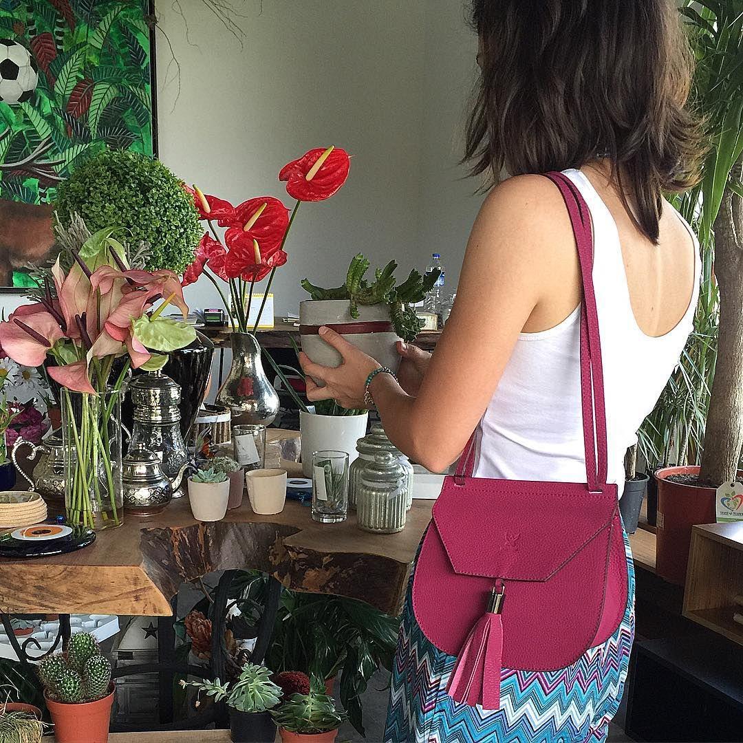 Bonvien... Etre... #bonvienleather #etrerocks #leatherbag #womens #allleather #handmade #design #artisan #accessories #bonvienaccessories #womensbag #colors #leatherlove #fashion #deri #canta #elyapimi #yerlimali #deriaksesuar #dericanta #moda #bonvien #bamboopark #bursa