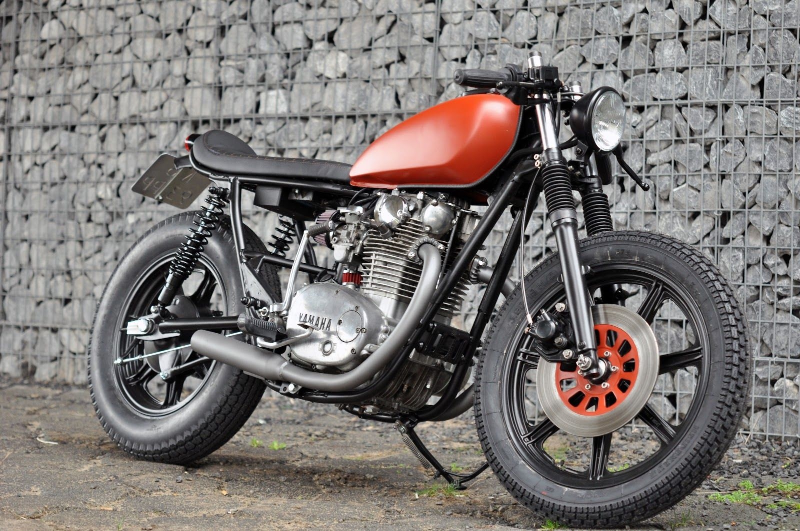 The base bike was a 1980 xs650 in a very poor state cylinders where - Left Hand Cycles Custom Yamaha Xs650 Return Of The Cafe Racers The Underseat Here Is Sooooo Clean Project Bike Inspirations Pinterest The O Jays
