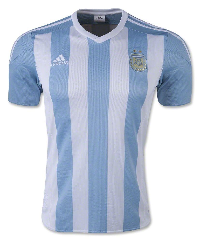 Es el uniforme de equipo de Argentina. Es azul y blanco.   Argentina ...