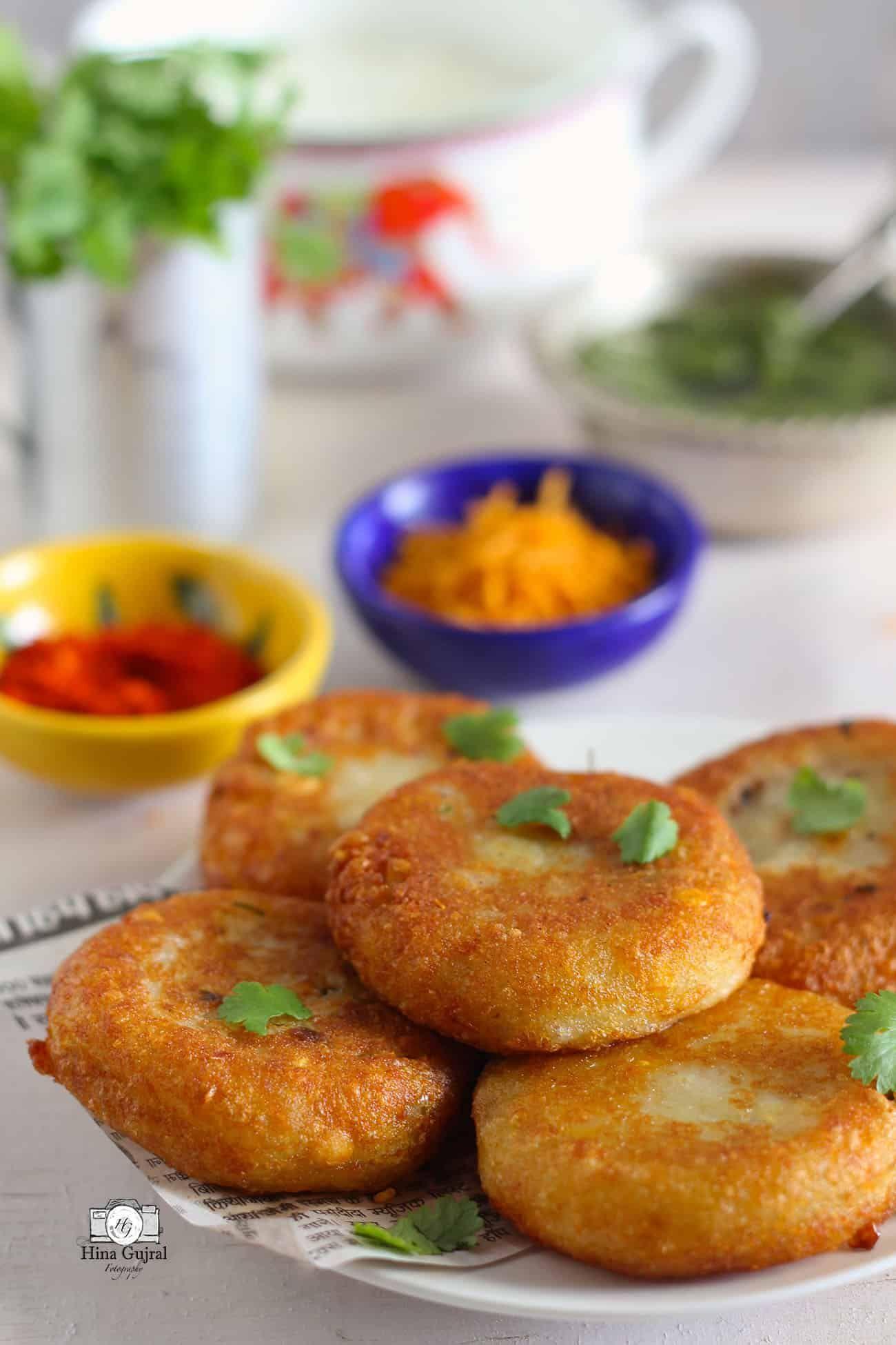 aloo tikki chaat recipe in 2020 chaat recipe indian snack recipes indian food recipes on hebbar s kitchen recipes aloo tikki id=34096