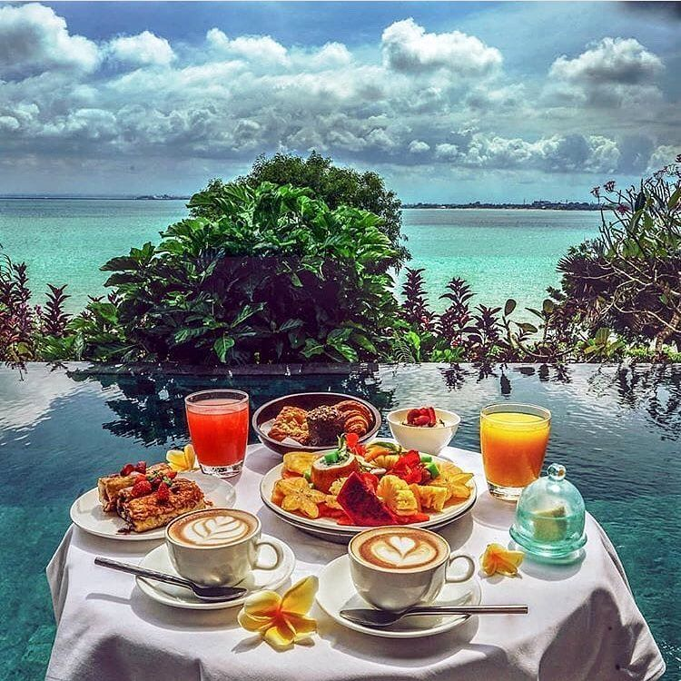 Floating Breakfasts In Bali Indonesia Are Taking Instagram By Storm Where Are The Best Places To Try A Floating Breakfast Brunch Breakfast In Bed Travel Food