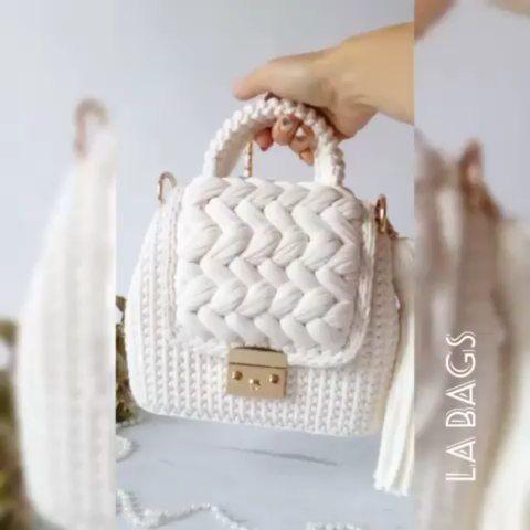 """🎀❤CROCHE COM AMOR❤🎀 on Instagram: """"Quem achou belíssimo essa bolsa comenta . By @la_bags_handmade 👏 . ⚠ATENÇÃO⚠ ➡Ultimas Vagas Para Se Inscrever no Curso de Crochê . APRENDA:…"""""""