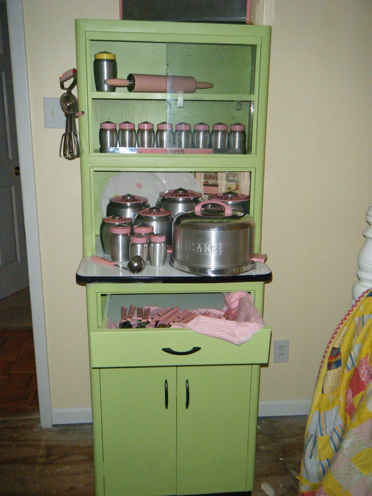 Best Pic Of Metal Hoosier Vintage Kitchen Cabinets Vintage Kitchen Kitschy Kitchen