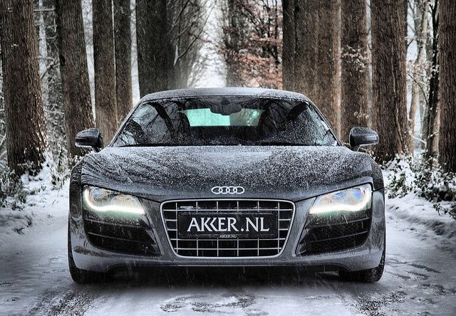 3exaste Thn Katabash Me Snowboard Hr8e H Anabash Ths Pistas Toy Ski Me Audi R8 V10 Rs4 Audi R8 V10 Winter Driving Audi