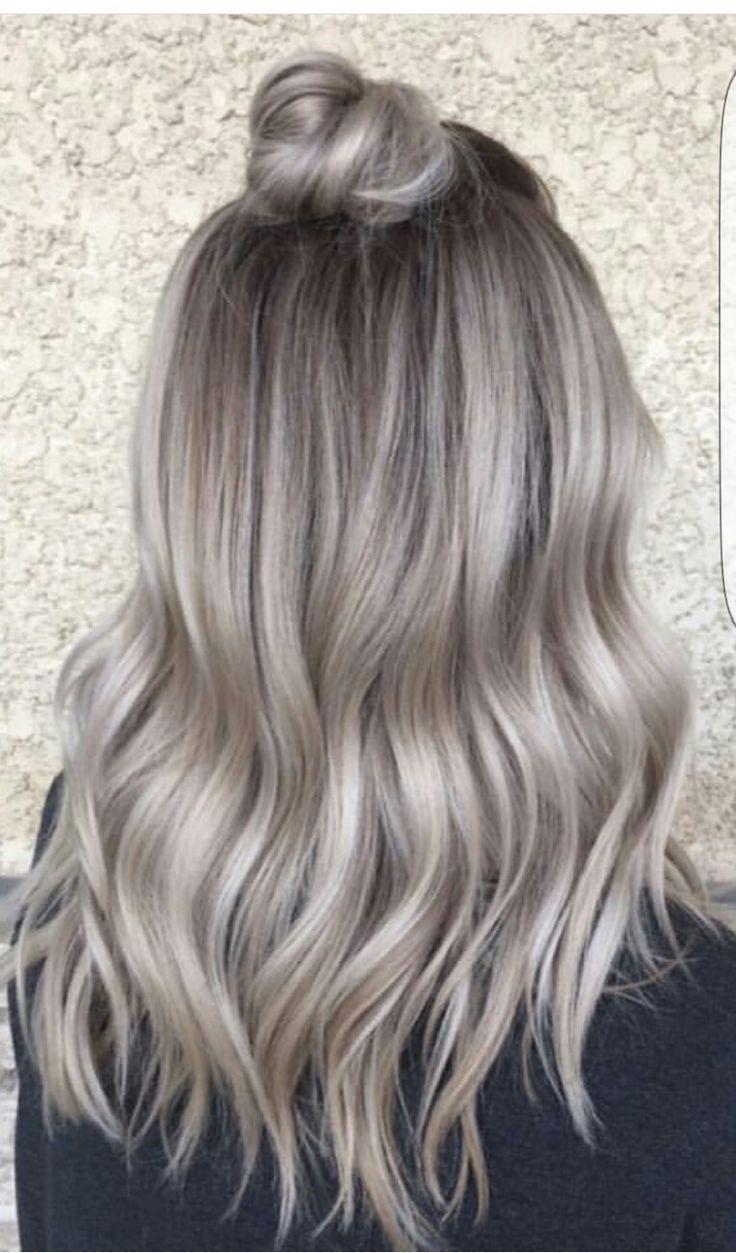 Vanessa Castro (@extraglossy_) aus NYC sagt, sie sei besessen davon, Haare zu machen – … - Haar und Schonheit #ashblondebalayage