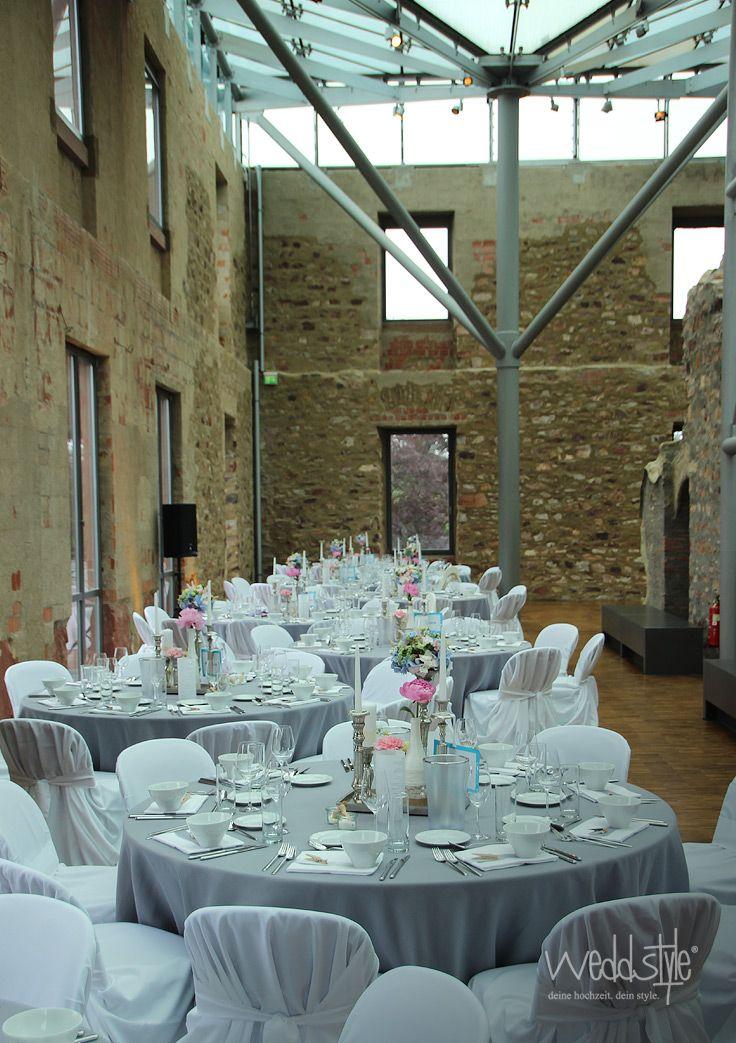 Tischdeko Mit Grauen Tischdecken Und Stuhlhussen Hochzeit