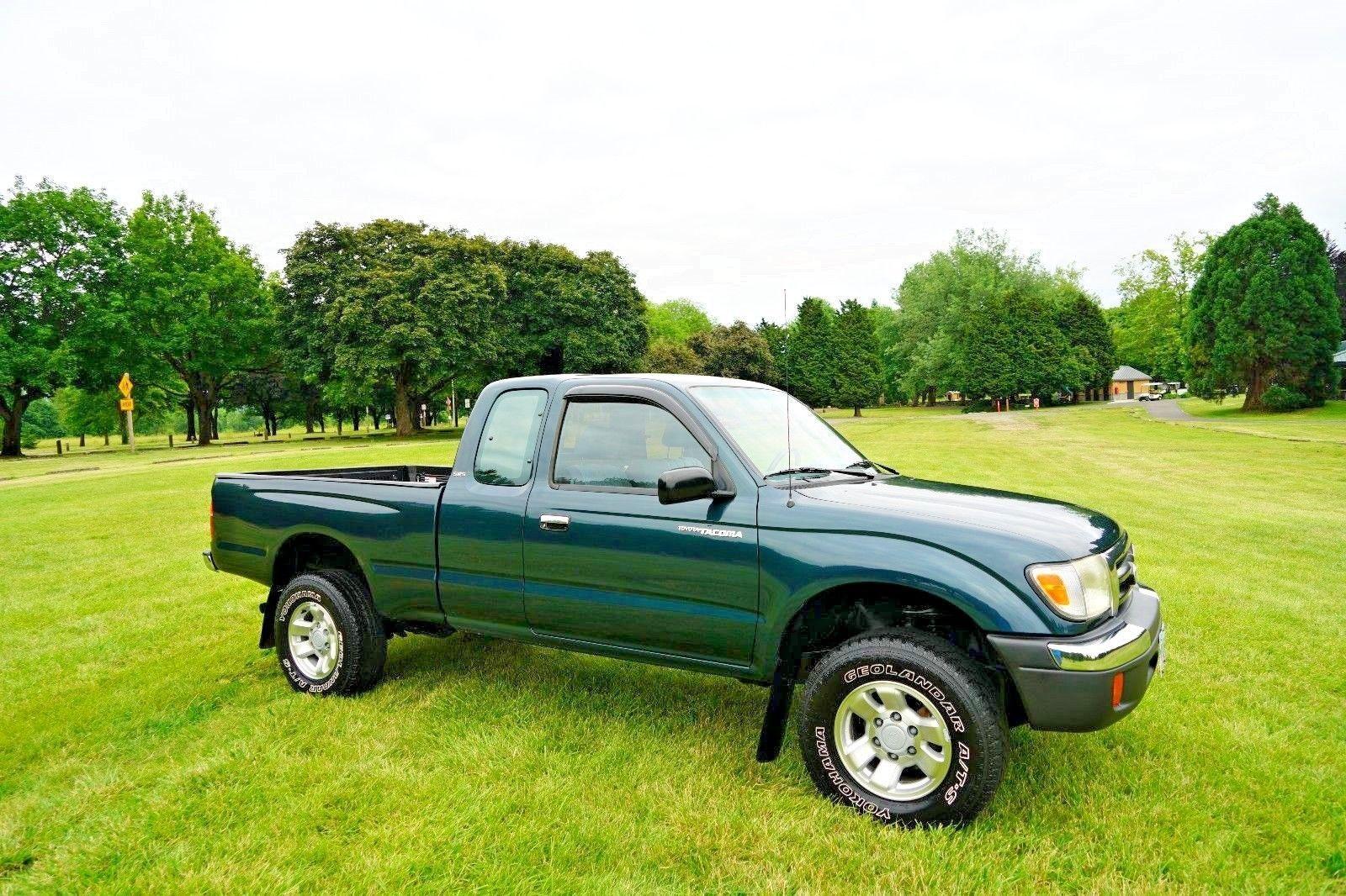 1998 Toyota Tacoma SR5 (4X4) XTRA-CAB /2.7 LITER /5-
