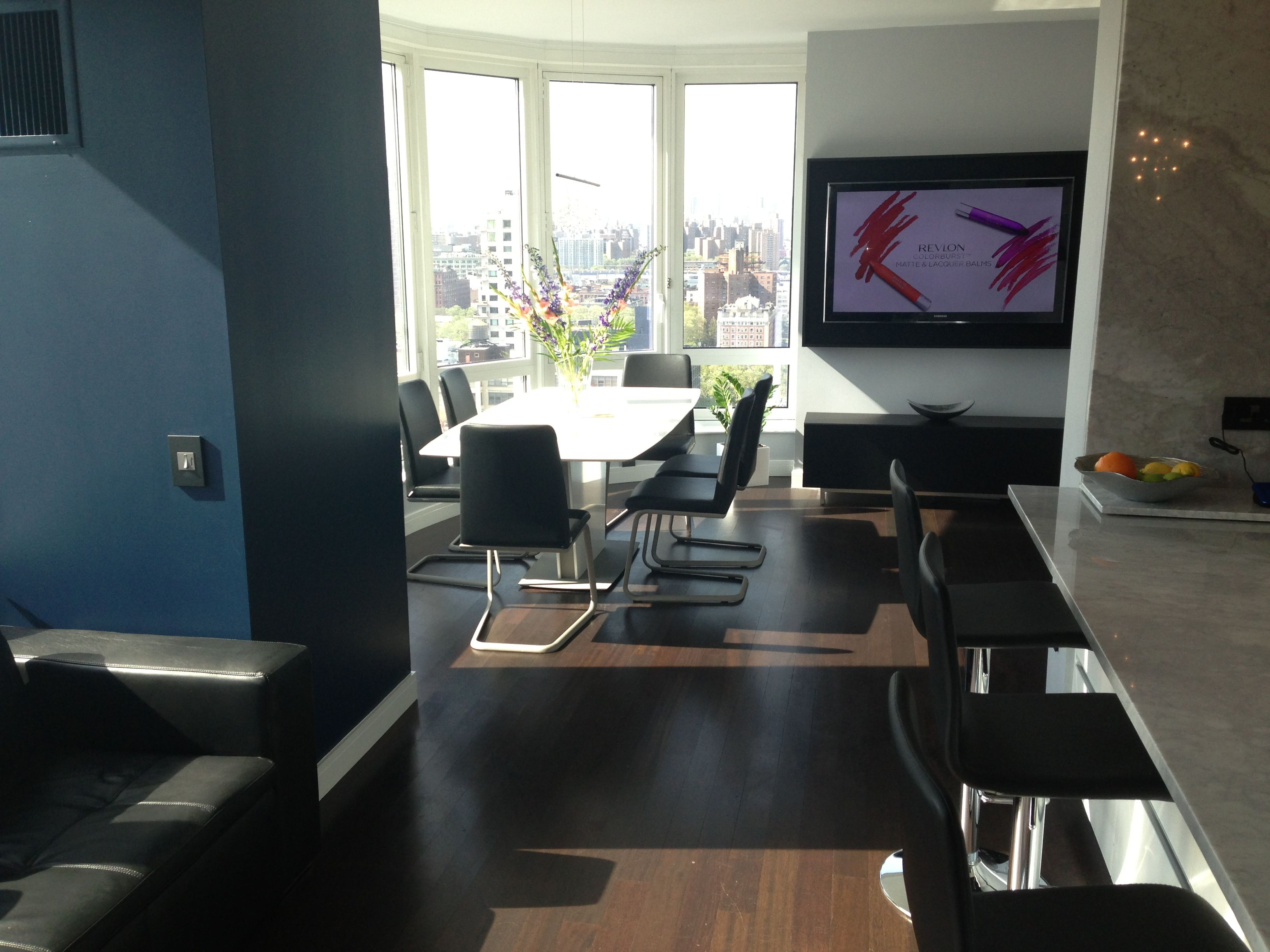 Boconcept Sienna Barstools Occa Extendable Table And Lausanne Chairs On A Condo In Downtown Brooklyn Ny