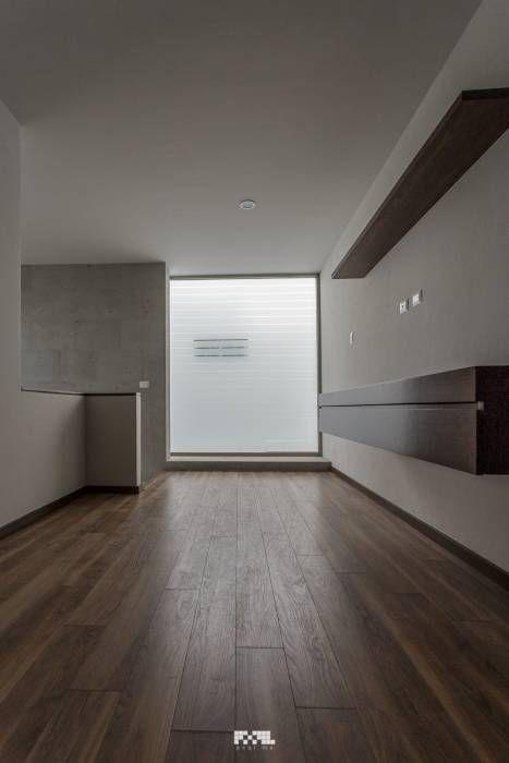 Solares 132: Salas multimedia de estilo moderno por 2M Arquitectura