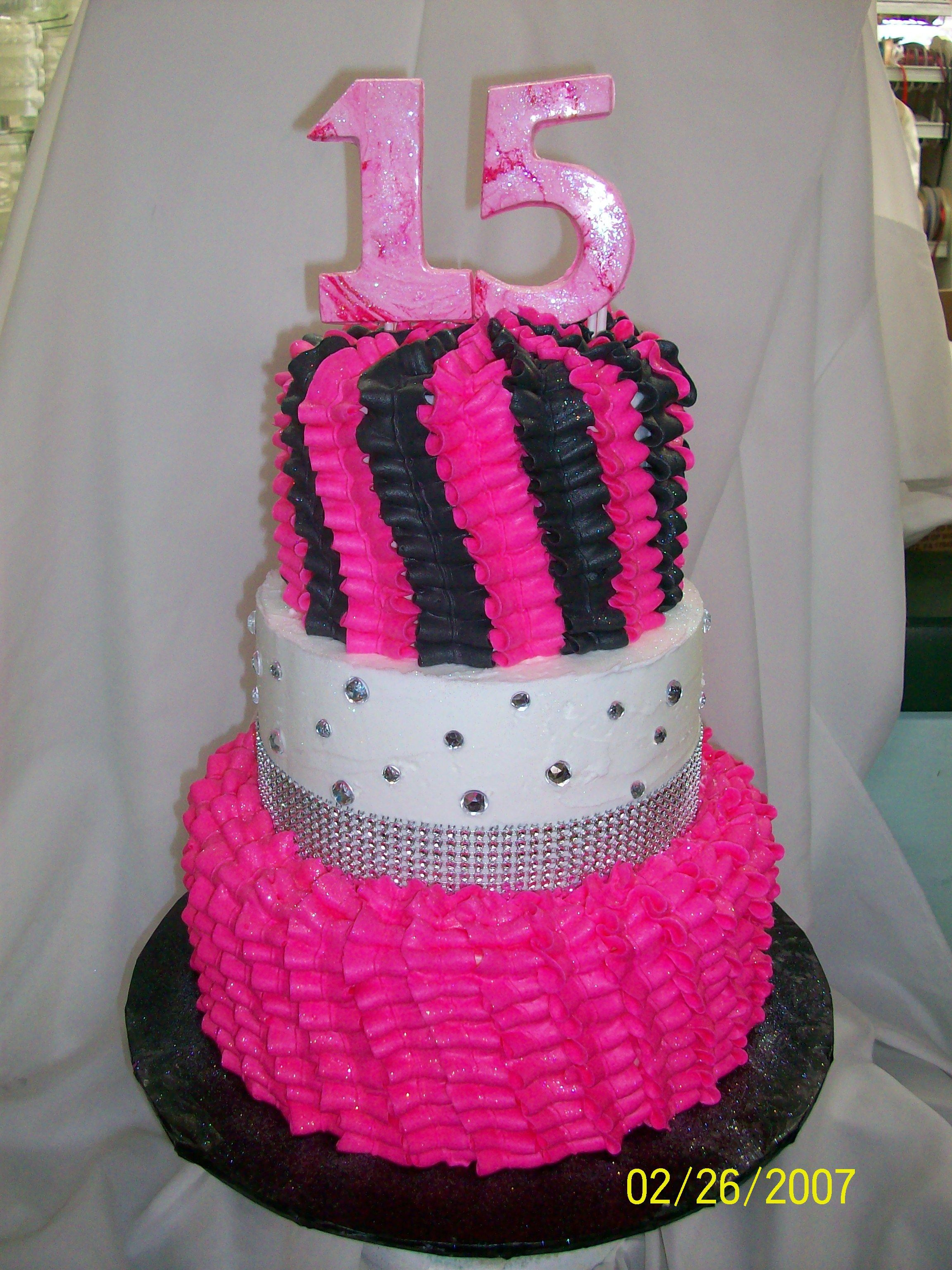 fuschia pink and silver wedding cakes 15th birthday cake pink and black ruffles in a twist 14622