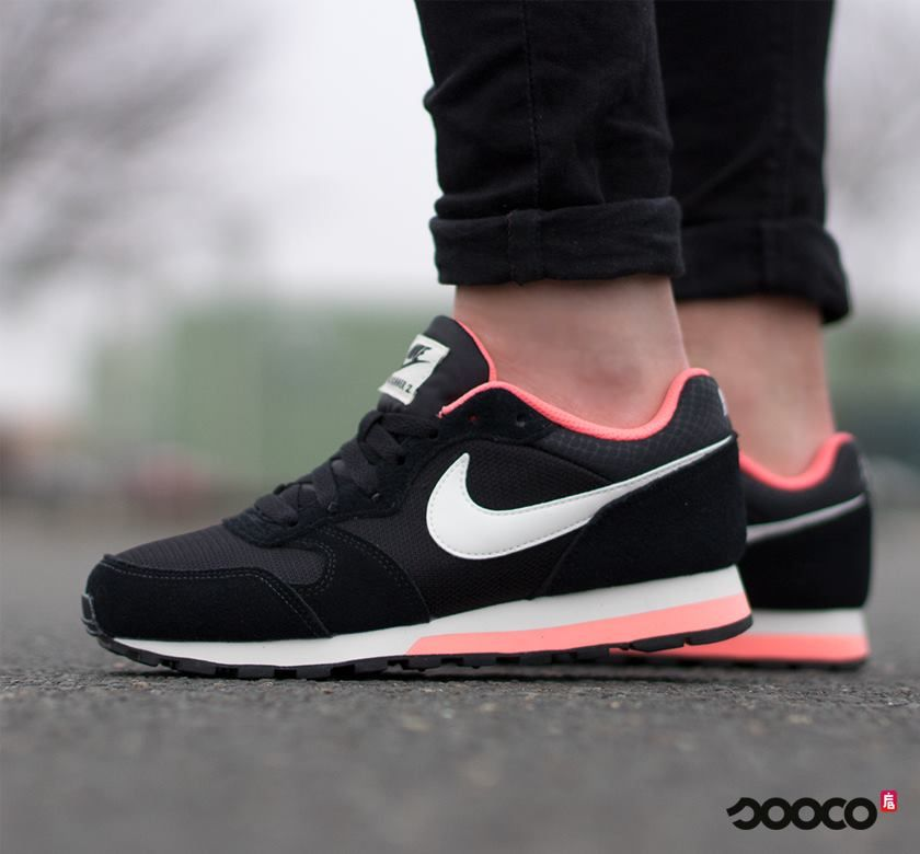 Run to the store for these Nike MD Runner 2 sneakers ‍♀️ https://www.sooco.nl/nike-md-runner-2-zwarte-lage-sneakers-29248.html
