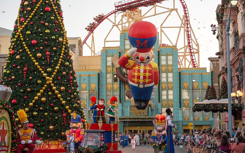 Macy's Christmas Parade Universal Orlando
