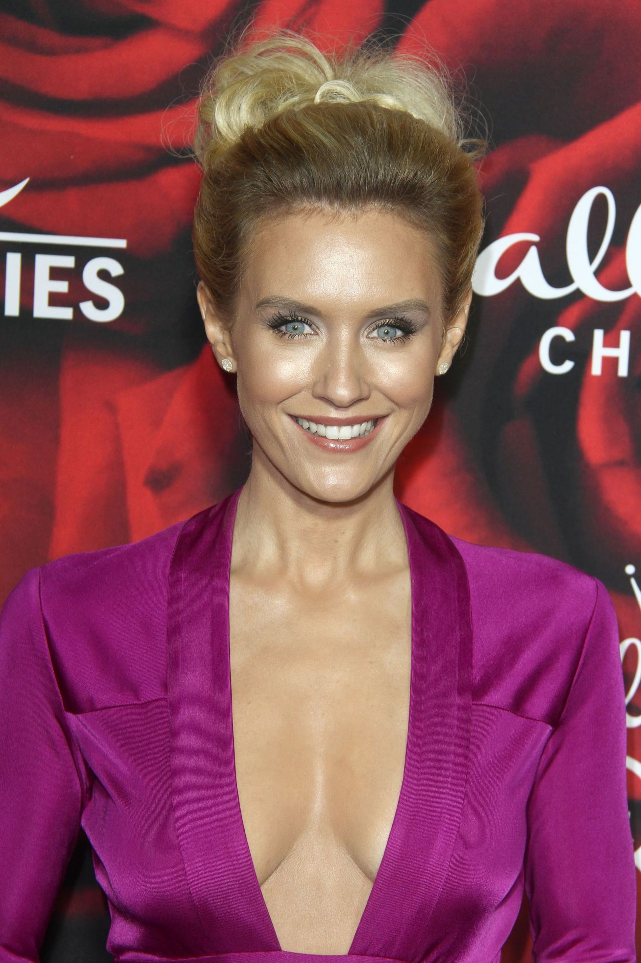 Cleavage Nicky Whelan nude (86 foto and video), Topless, Cleavage, Instagram, butt 2017