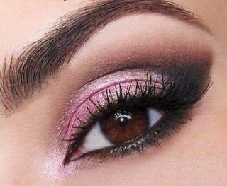 Fácil técnica de maquillaje con lápiz para ojos pequeños