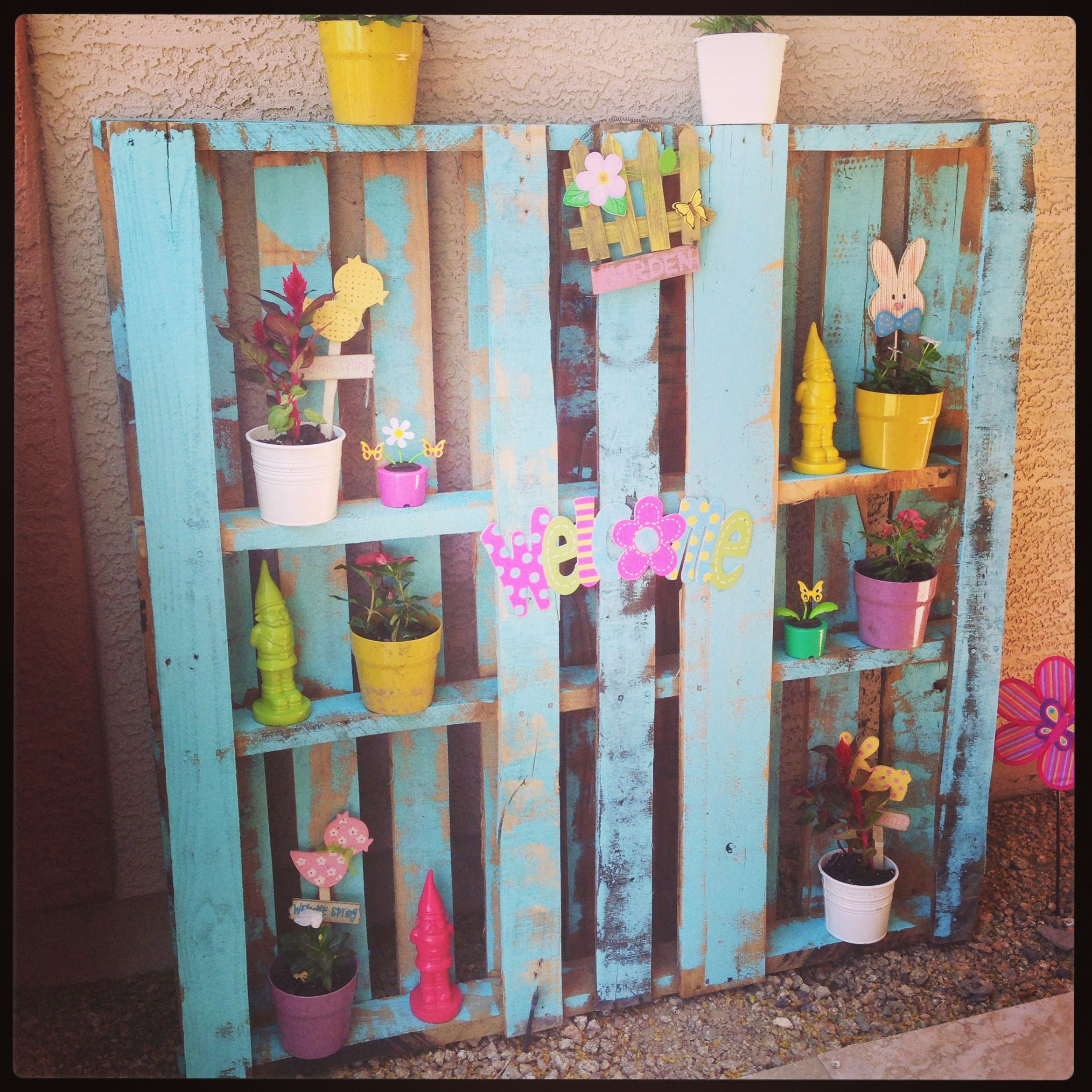 Love this idea! Would add some great height to my flower ...