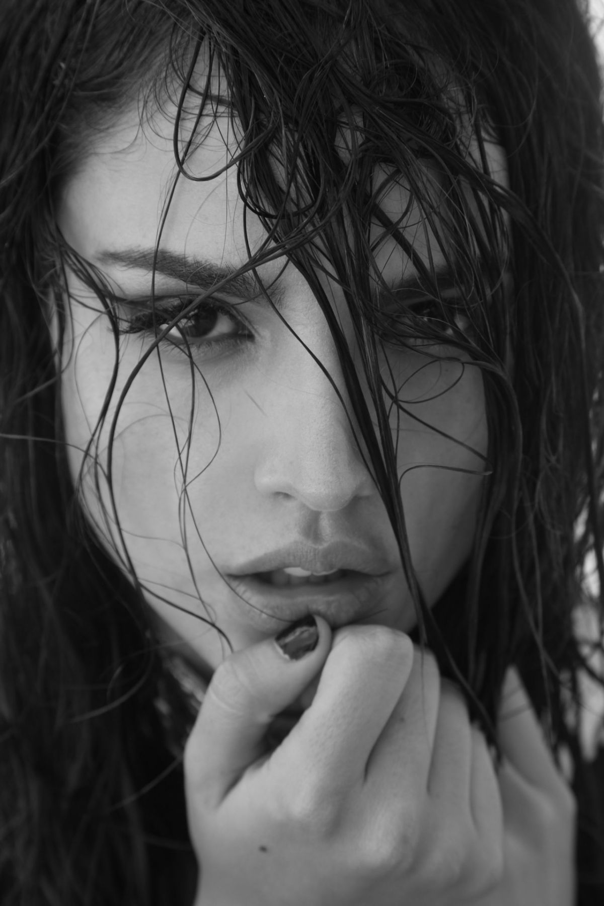 Eiza Gonzalez Eiza Gonzalez Wallpapers Images Photos Pictures Backgrounds Eiza Gonzalez Gonzalez Black And White Portraits