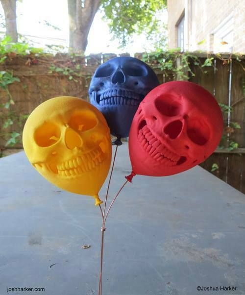 I want these! Skull balloons