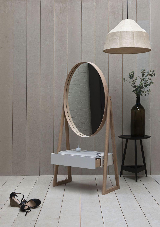 Iona Cheval — зеркало от Pinch, заменяющее туалетный столик
