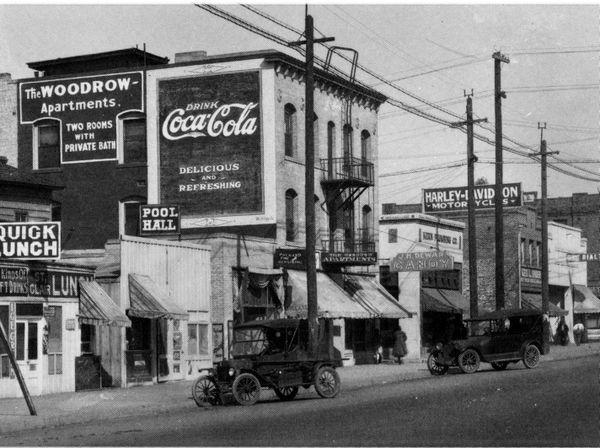 The Original Dewar S Candy Shop On Baker Street Bakersfield California 1917 It S Hard To See Bakersfield California California History Tehachapi California
