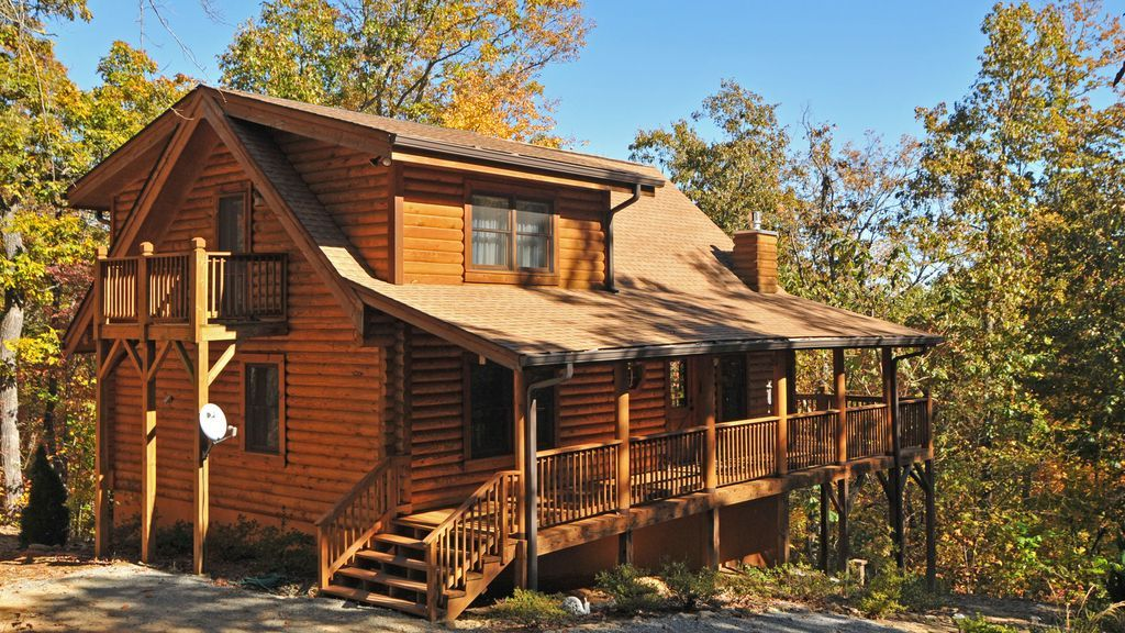 Explore Dine Shop Relax Repeat This Like New Mountain Log Home Features 3 Bedrooms And 3 Full Baths Each On Their Vacation Rental Cabin Cabin Vacation