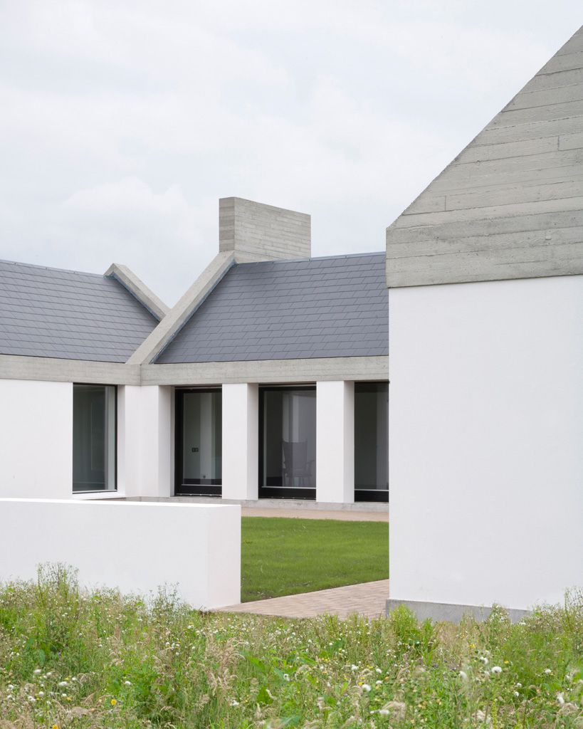 Riai Public Choice Award Leagaun House Like The Form And Blend Of Three Simple Colours Concrete Wood Gr Beach House Design Rural Architecture House Exterior