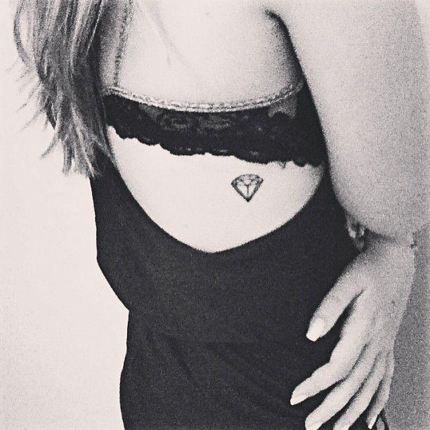 i can't help it.. i love the little diamond tattoo. sad but true