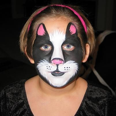 One of the kids asked for a black and white kitty face. I had a bit of trouble. Wish I had done this! It looks simple. Will do next year.