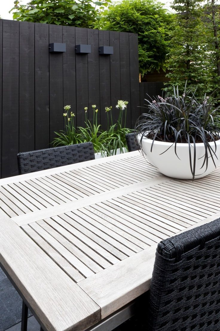 Do you like the black fence trend? Vote now on HGTV\'s Design ...