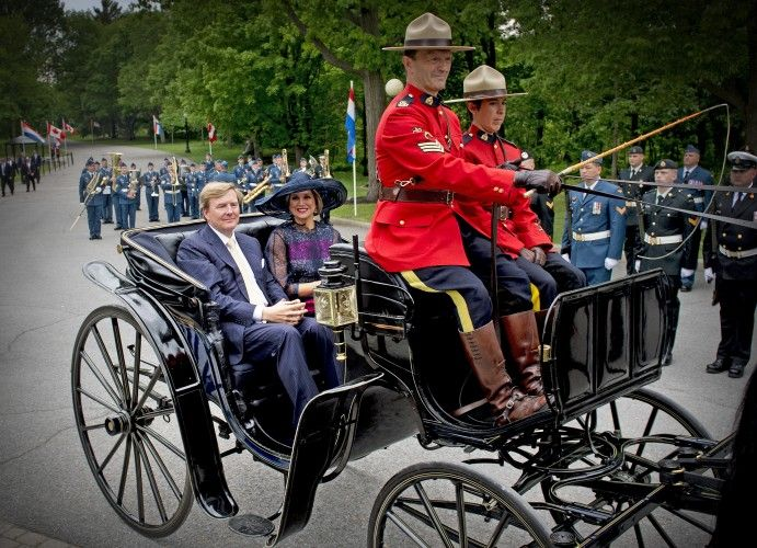 Willem-Alexander and Máxima arrived by horse carriage at the Governor General's house, Rideau Hall in Ottawa.