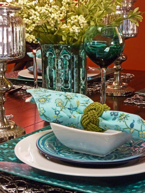 beautiful table setting with aqua shades - aqua / teal mixed with red just watch : setting a beautiful table - pezcame.com