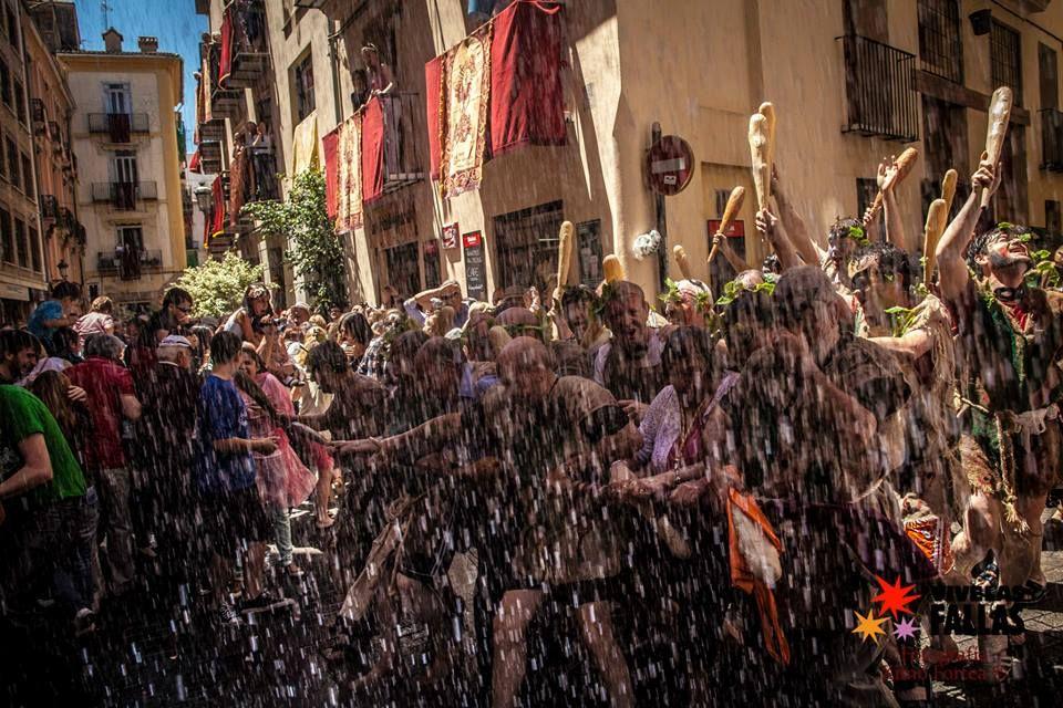 Corpus Christi La Degolla Valencia La Cabalgata O Convite Que Data De 1516 Y Que Quiere Simbolizar A La Guardia Her Eventos Valencia Fiestas Y Eventos