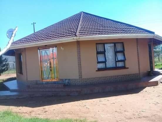 Pin By Oriel Mzamani Baloyi On Nhanga In 2020 Round House Plans Free House Plans House Plan Gallery