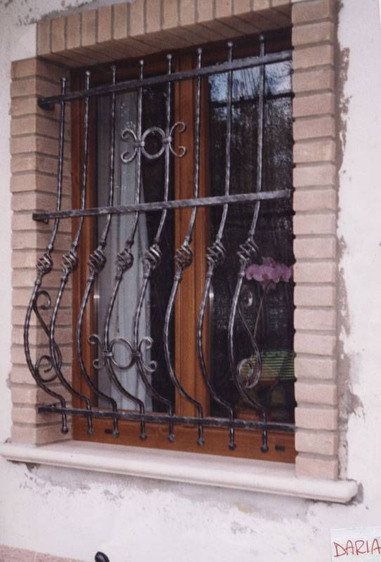Inferriate per finestre cerca con google arredamento for Immagini inferriate