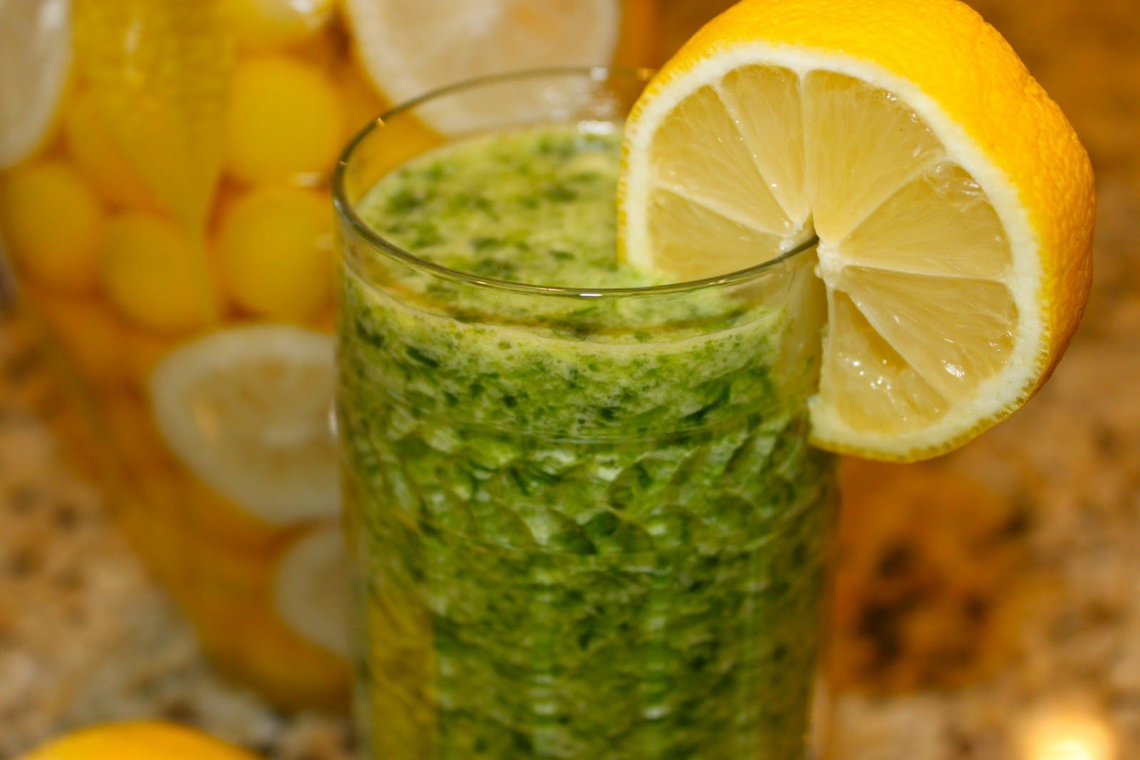 Pineapple, Spinach & Ginger Green De~Tox Smoothie! - la bella vita ...