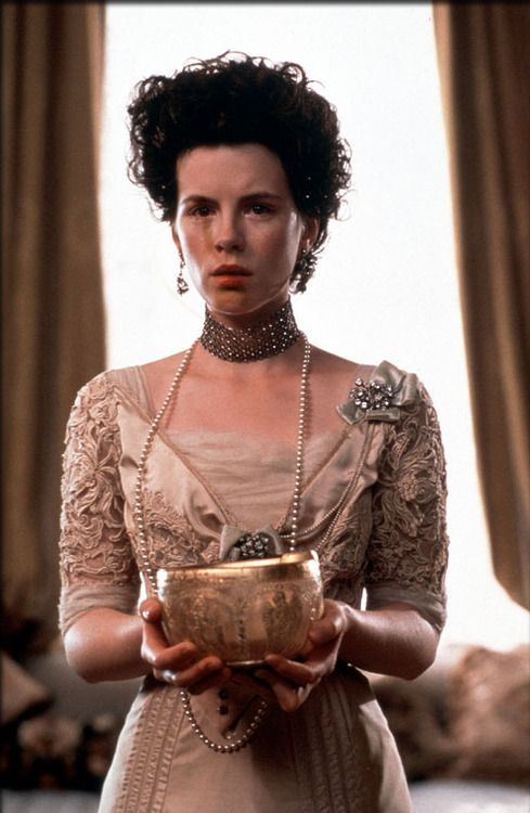 Kate Beckinsale as Maggie Verver in The Golden Bowl (2000).