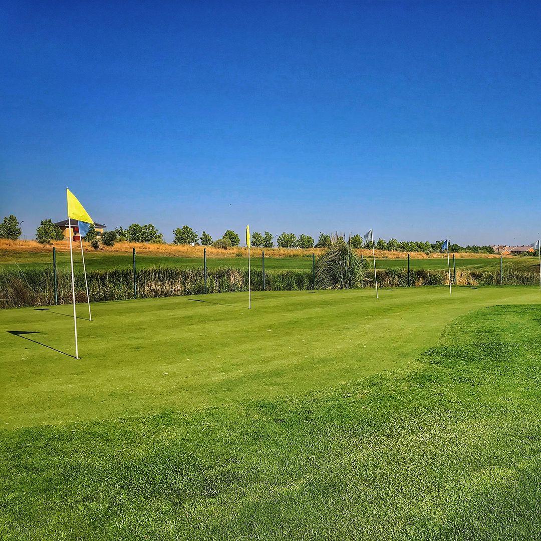 Practice golf taylormade ゴルフ 練習 頑張る アプローチ golf