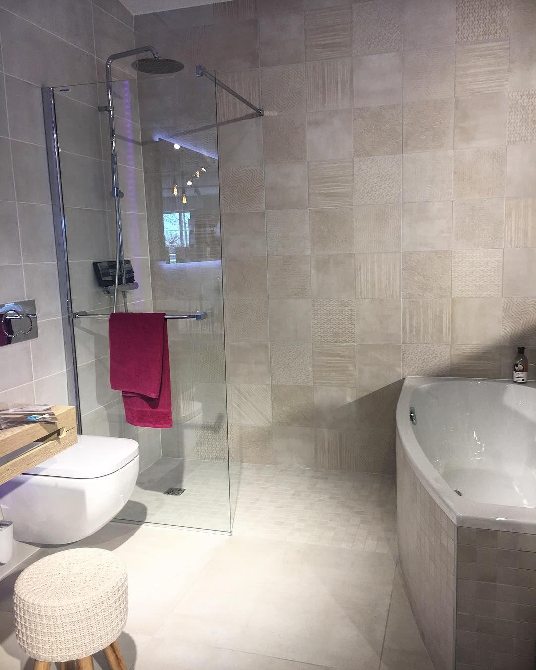 Douche à l italienne et baignoire Wc suspendu le tout dans des ...