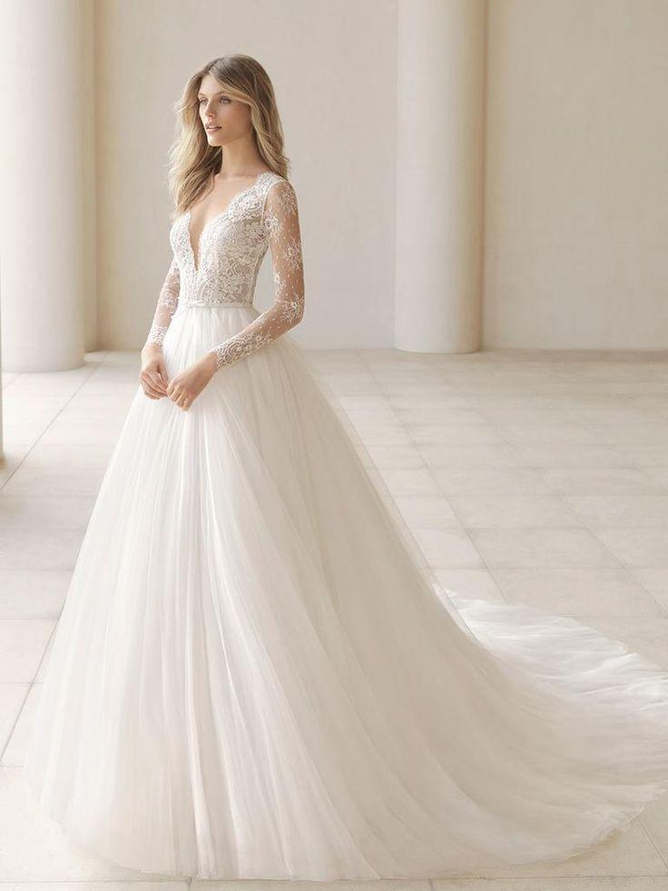 Rosa Clará Herbst 2018 Brautkleider mit tiefem Ausschnitt und Spitzenbesatz ... - #ausschnitt #Brautkleider #Clará #Herbst #mit #rosa #Spitzenbesatz #tiefem #und #tulleballgown