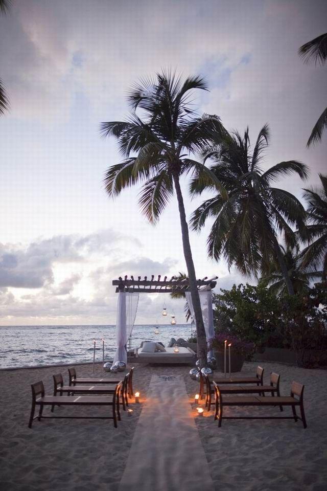 Destination wedding inspiration by the beach #Beachideaswedding