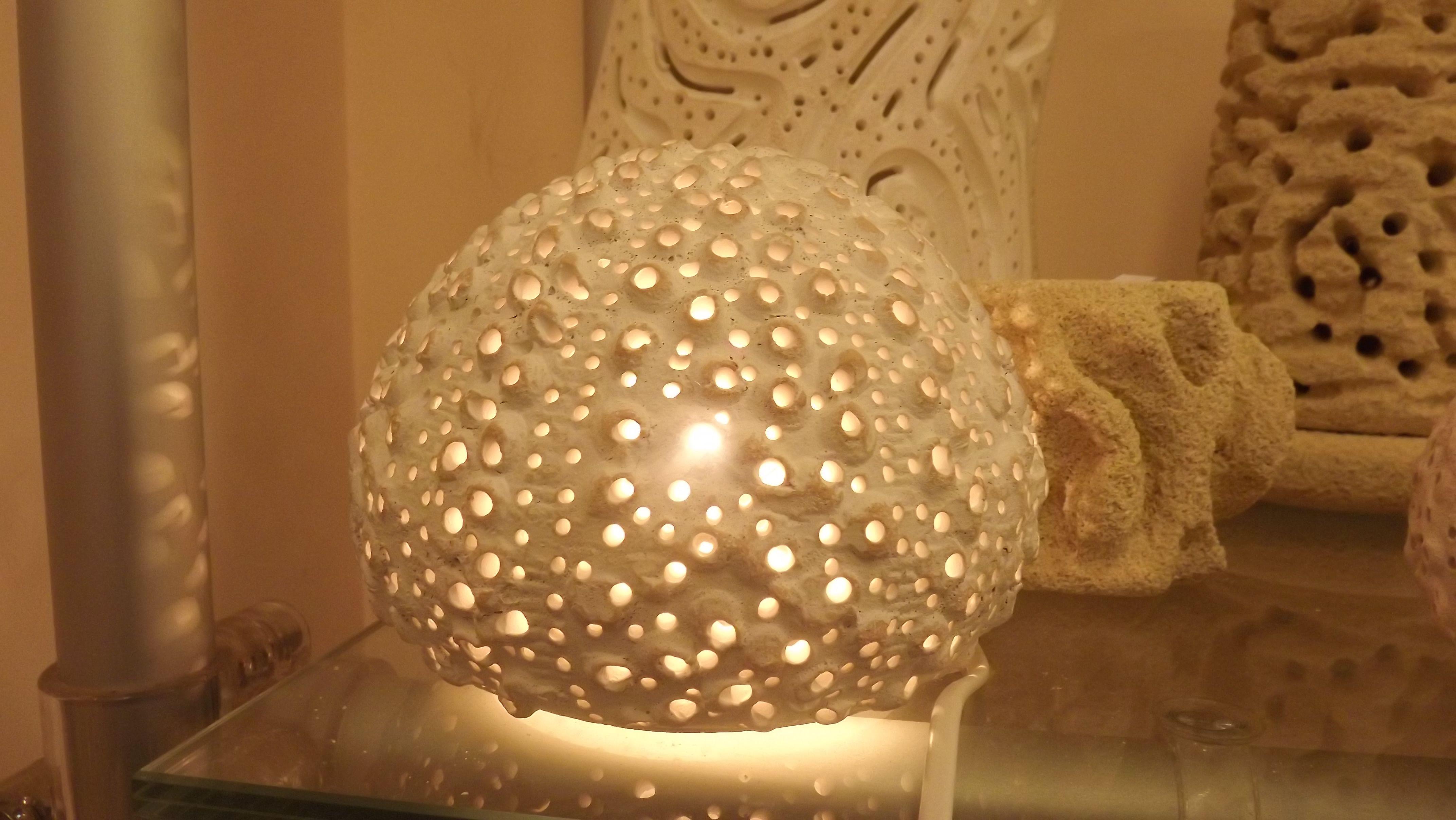 Sea urchins lamp, earthenware, handmade  Lampada Riccio di mare, in terracotta, lavorata a mano