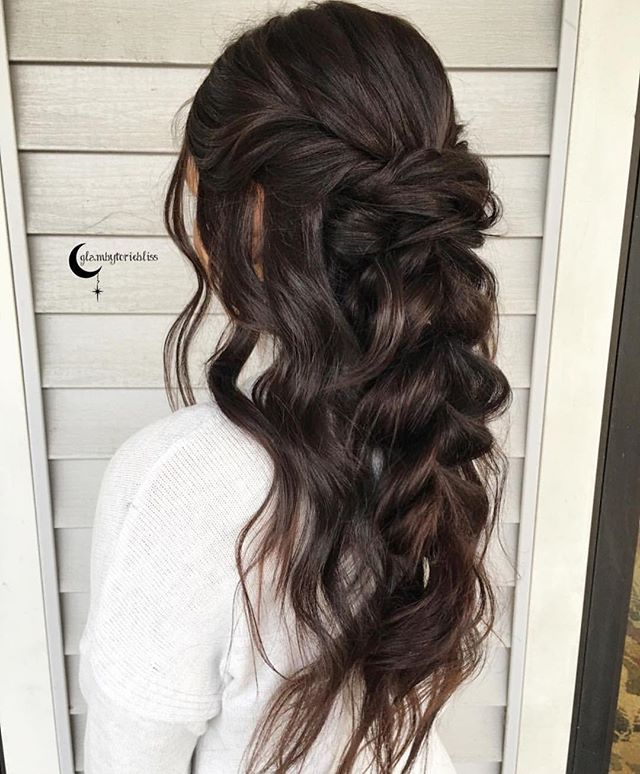 Perfect HALFUP HAIRSTYLE From This Sweet Lady Glambytoriebliss Halfuphalfdown Beyondtheponytail